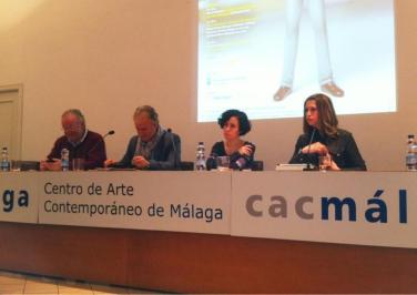 """Mesa de debate """"La crítica de arte desde la red"""". Foto @MikiGazquez"""