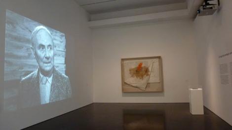 Joan Miró & Pere Portabella, Antoni Tàpies y Joan Brossa, MACBA, Episodis crítics (1957-2011). Foto: Camilayelarte