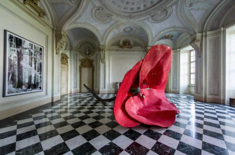 Claes Oldenburg y Thomas Ruff, Oltre il muro, 2013. Castello di Rivoli. Foto: via Castello di Rivoli