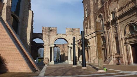 Pier Paolo Calzolari, Colonne, Castello di Rivoli, 2013. Foto: Camilayelarte
