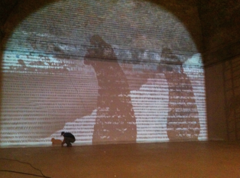 Michal Rovner, Cracks in Time, Oltre il muro, 2013. Castello di Rivoli. Foto: via Artribune