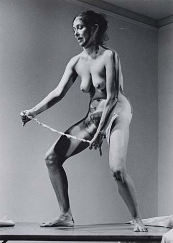 Carolee Schneemann, Interior Scroll.Perofrmance, 1975jpg