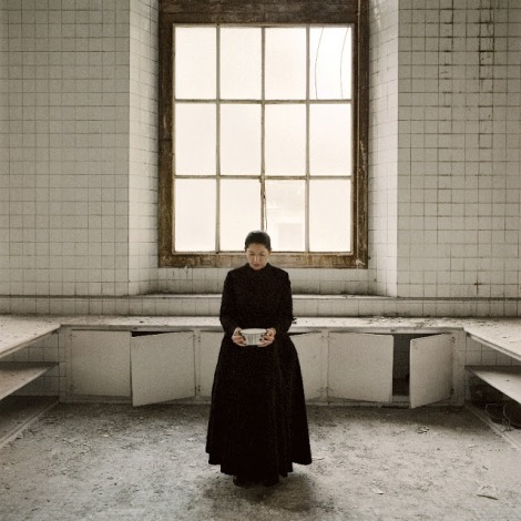 Fotografía de Marina Abramović de la serie The kitchen.2009 © Marina Abramović. Cortesía de The Marina Abramović Archives y Sean Kelly Gallery, New York