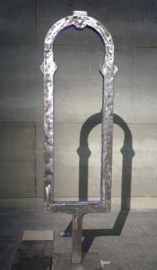 """Tower Window"". Solo Object de Juan Garaizábal (Galería Álvaro Alcázar)."