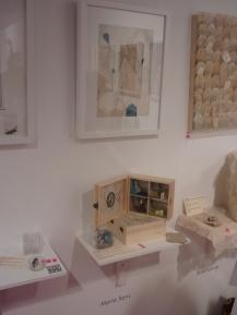 Obras de Marta Sanz y Anamusma, así como de Jesús Herrero, en la sección de Libros de Artista de Art Madrid.
