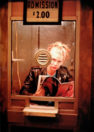 "Nan Goldin, ""Untitled (From «Variety» Series #7)"" (1983). © Nan Goldin. Courtesy Galerie Guy Bärtschi. Genève / Acacias."