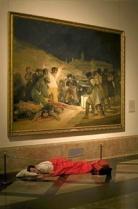 """Vista del stand de El Mundo con el proyecto """"Dónde dormir"""" de Eugenio Ampudia."""