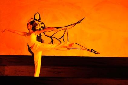 Danza y Suso33 en acción sincrónica.
